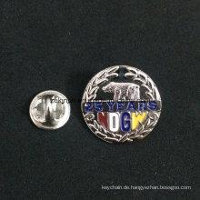 2016 Großhandel Billig Benutzerdefinierte Metall Pin Abzeichen mit Custom Design
