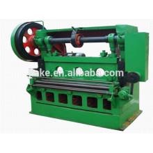gril en métal déployé d'acier inoxydable faisant la machine
