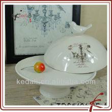 """Placa de pastel de cerámica de 8 """"con tapa"""
