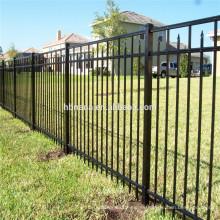 2017 ventas calientes galvanizaron la cerca del tubo de acero / los paneles baratos de la cerca del hierro labrado para la venta / los paneles de la cerca tubo cuadrado