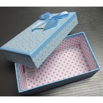 Boîte cadeau en papier avec papillon ruban