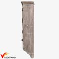 Gabinete de pared de madera decorativo antiguo de la puerta del acoplamiento con los ganchos