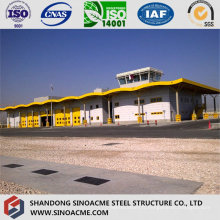 Grand entrepôt logistique en acier