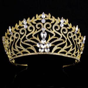Coronas de reina del certamen de oro con grandes diamantes redondos