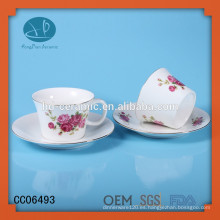 Conjunto de té de impresión, taza mordern y platillo con diseño de flor, taza de té de café y platillo con borde de oro