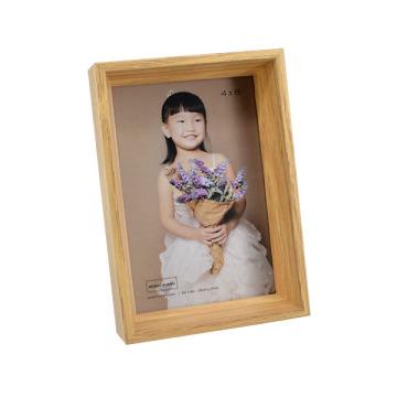 Marco de madera antiguo de la foto para el regalo