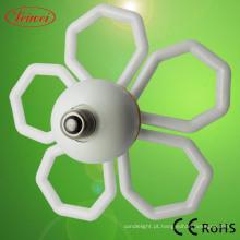 Flor da ameixeira em forma de lâmpada de poupança de energia
