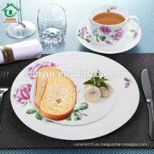 Cena de la porcelana elegante real