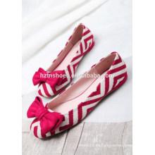 Zapato de las mujeres de la lona del zapato de ballet de los planos del arco de la raya que hace juego el zapato 2015