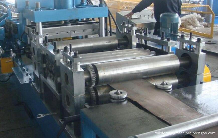 upright rack roll forming machine levelling