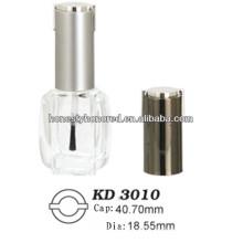 Leere Nagellack-Flasche glänzende Goldmütze und Pinsel