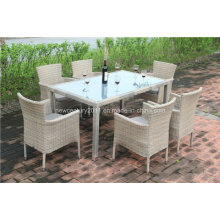 Mesa de comedor de ratán al aire libre y silla de mimbre de jardín
