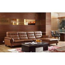 Коричневый кожаный диван с деревянной ногой