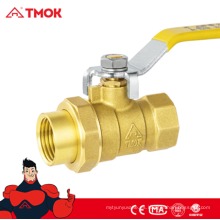 Válvula de bola de latón de unión de 1/2 pulgada con mango largo y ventaja competitiva en TMOK