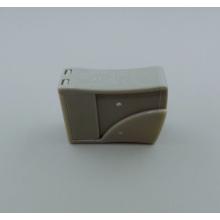 Conector de cable seguro con botón de liberación
