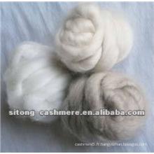 Dessus en fibres de cachemire écru gris clair