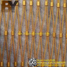 Escaleras de malla de alambre que protegen la malla