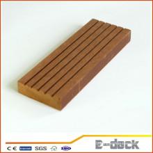Surface recyclée anti-UV recyclée WPC solide en faux sol en vinyle