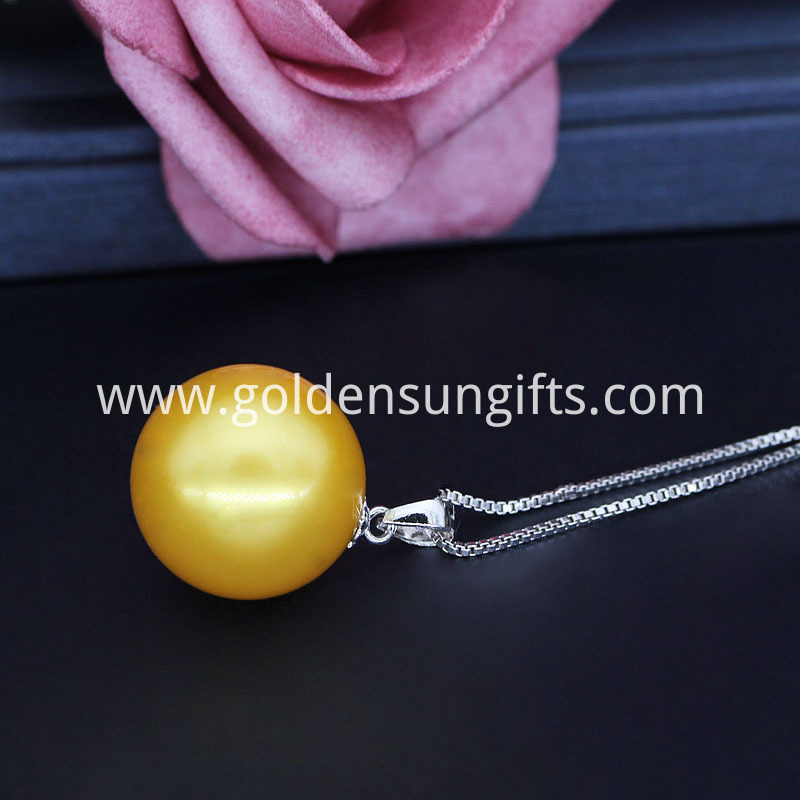 Golden Shell Pearl Pendant Necklace