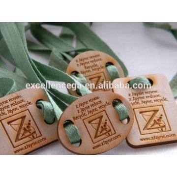 ¡Buen trabajo! Etiquetas colgantes de madera