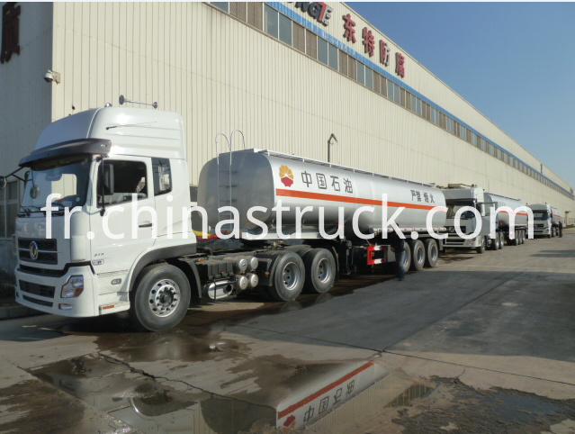 Service station use 3 axle 40Ton fuel tanker