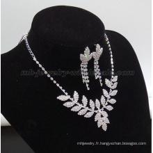 Collier de perles de verre de forme de jolie feuille