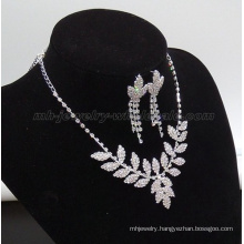 Pretty Leaf Shape Glass Beads Necklace