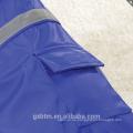 Ropa de perro de la ropa de fábrica para mascotas, chaqueta reflexiva de la capa de la lluvia del perro del vinilo impermeable con la capilla y el bolsillo trasero