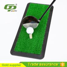 Mini pelota de golf artificial que golpea la estera y la estera de goma que pone y la estera del oscilación