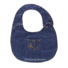 El dril de algodón por encargo promocional tiene gusto del babero bordado suave tela de algodón del bebé