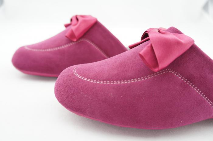 anti-skidding warm indoor slippers