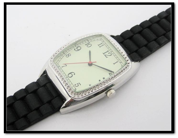Hanglee-1532 Men's Black Silicone Sport Mens Quartz Watch