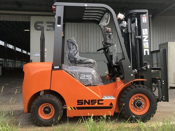 6m Height 2.5t Diesel Forklift with Bale Clamp
