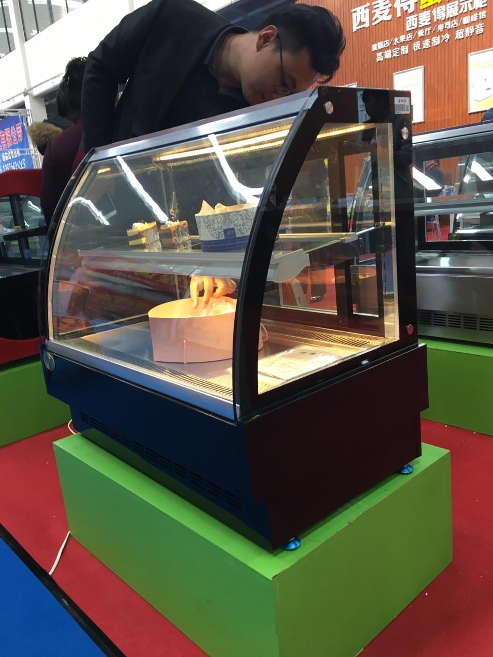 cake refrigerated display showcase