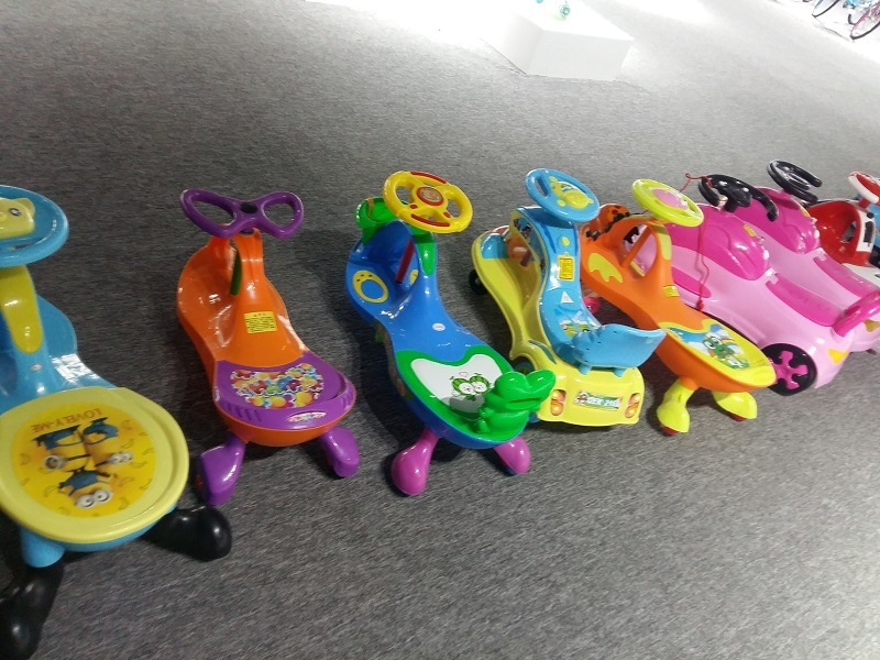 Plastic Swing Car with Good Quality and Factory Price Baby Twist / Swing Car with PU Wheel