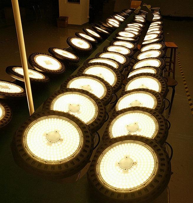 Ce SAA High Quality UFO LED High Bay Light 200W
