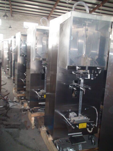 SGS and Ce Approved Automatic Small Pouch Water Packaging Machine for Juice Milk Oil Liquid