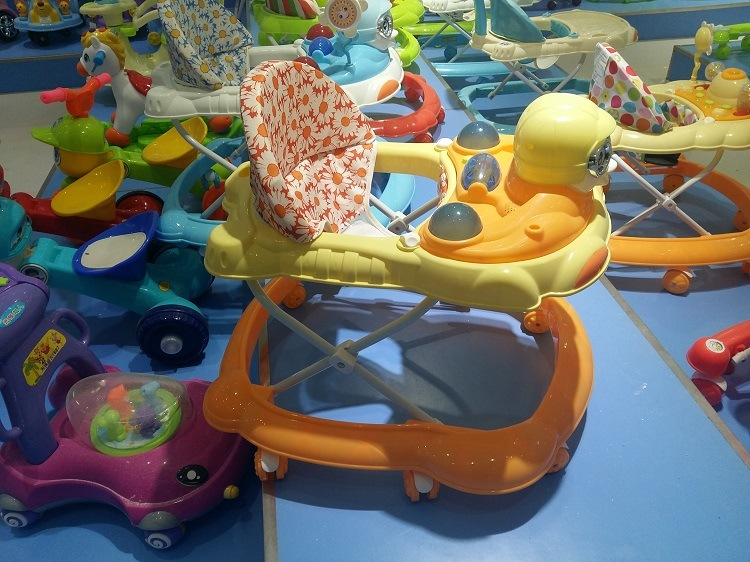 New Cheap and Safe Plastic Rolling Baby Walkers