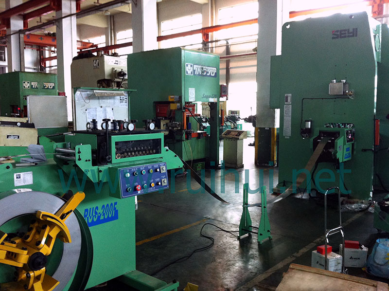 Uncoiling Straightening Machine is Used on The Roller Seat Lifting Design