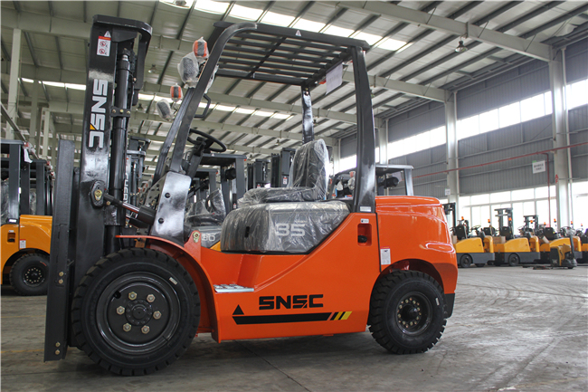 Automatic Diesel Engine 3.5 Ton Forklift