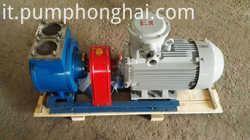 Self-priming fuel oil sliding vane pump