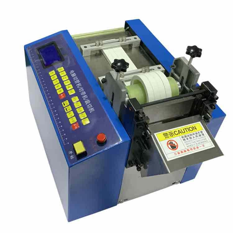 Plastic materials cutting machine