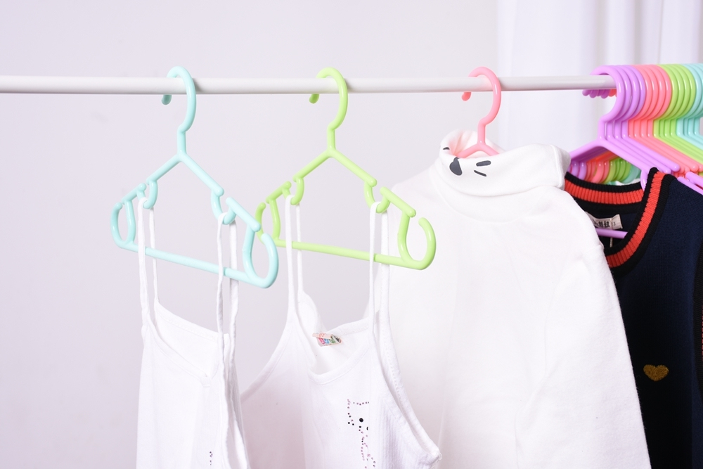 Colorful Hot Sell Sample Design 5 PCS One Set Baby Plastic Hanger with Hook