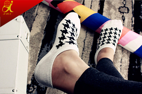 Fashion Patterned Men's Socks Black and White Hosiery China Factory