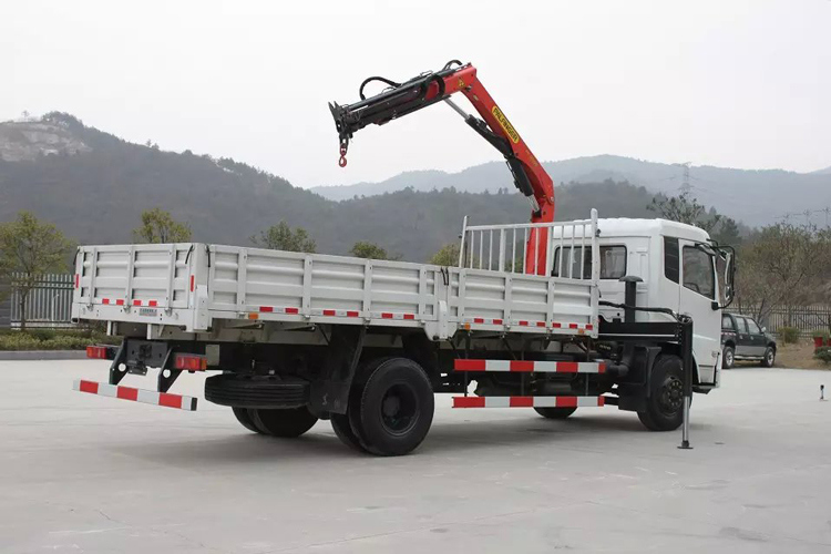 Dongfeng 4X2 Lifting Height 9m Working Range 7.3m 3.2 Ton (3.2t) 3 Arms Folding Arm Crane 6 Wheels LHD Truck Mounted Crane