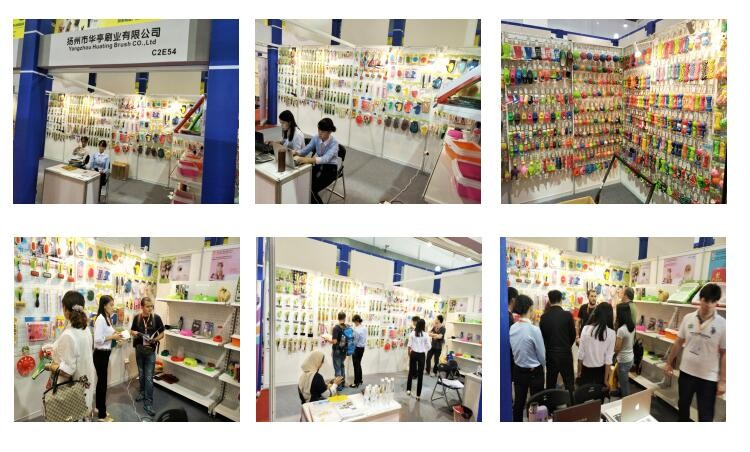 exhibition show of the plastic pet slicker brush