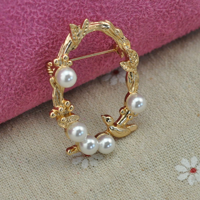 Fashion Gold Plated Flower and Bird Circle Brooch for Women