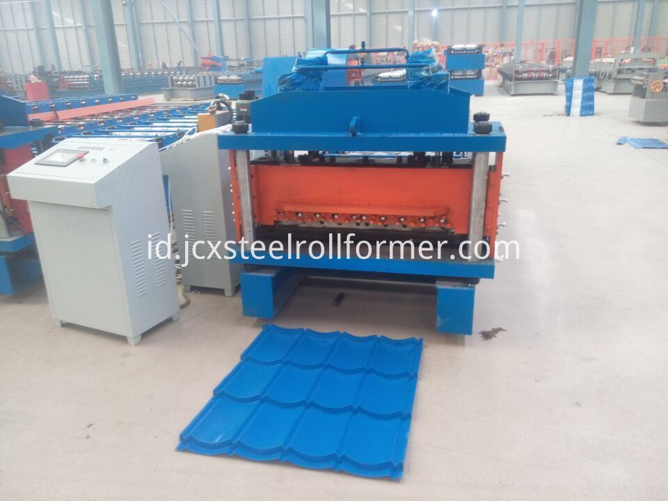 828 1035 Galvanized Steel Langkah Tile Roll Forming Machine