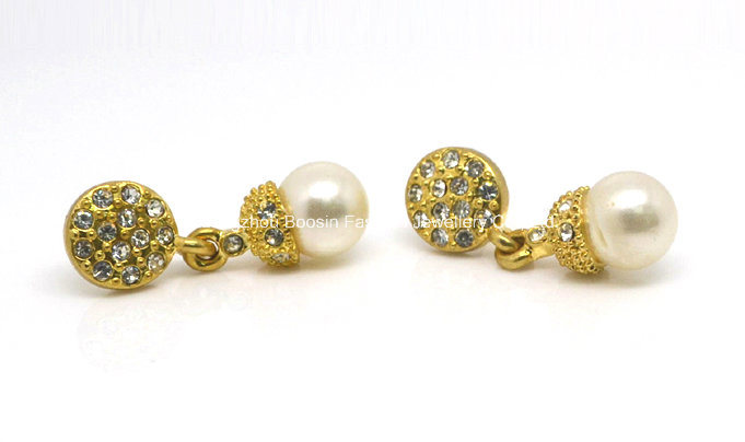 Fashion Flawless Pearl Earring Studs for Party Girls