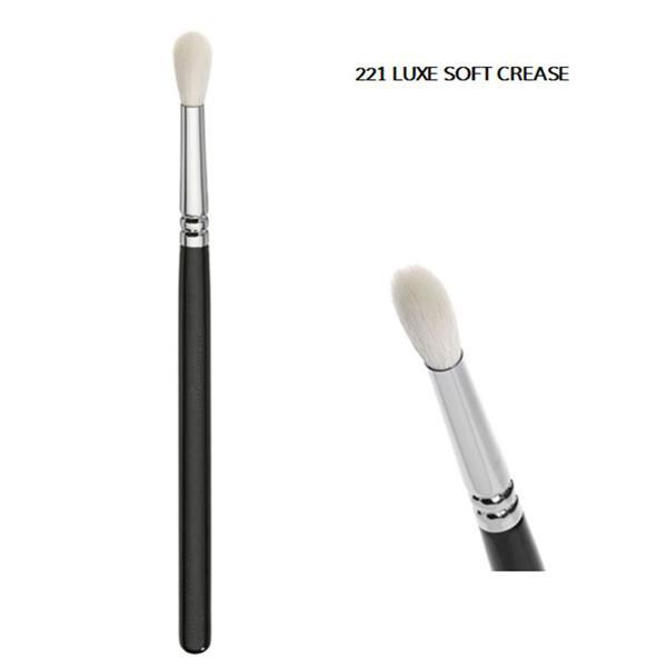Fashion Luxe Soft Crease Blending Brush (E221)